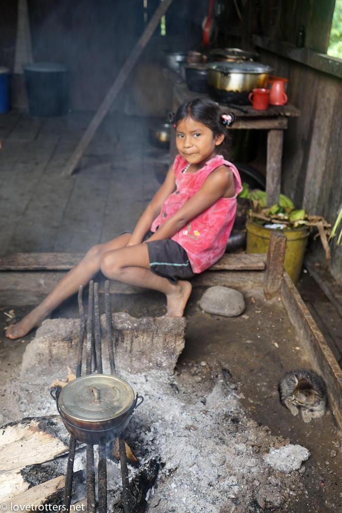 Repas avec les Asa wanchu en amazonie equatorienne