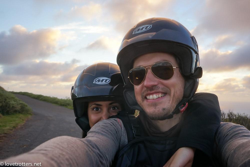 mike et nadia sur la moto