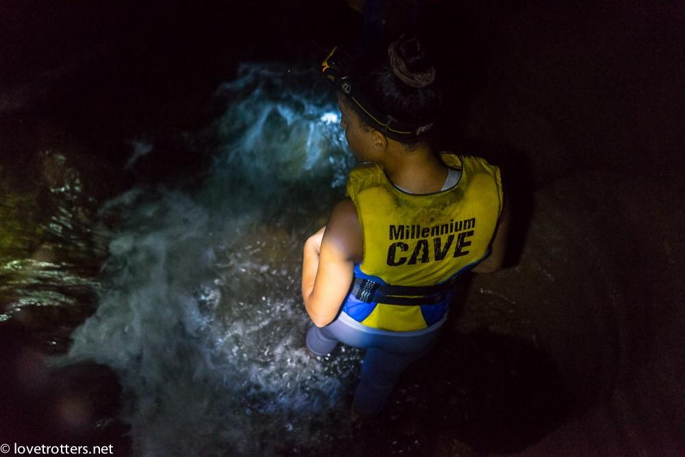 À l'intérieur de la grotte millenium cave