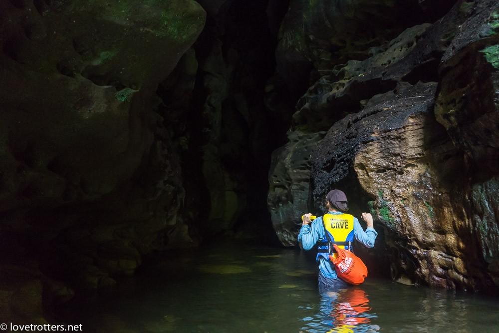 à la sortie de la grotte millenium cave
