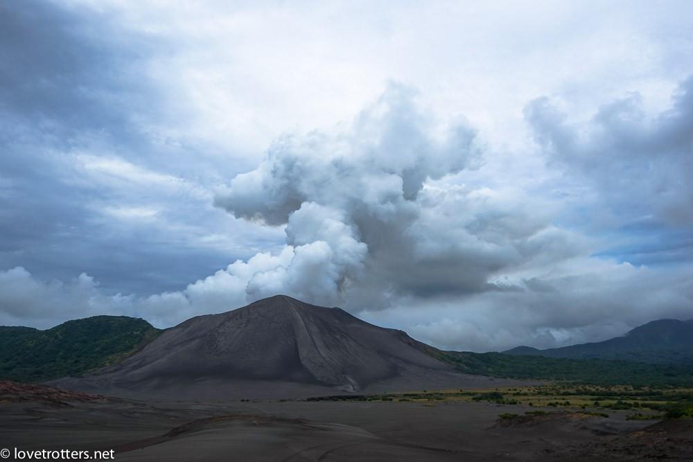 première vue du volcan Yasur à Tanna