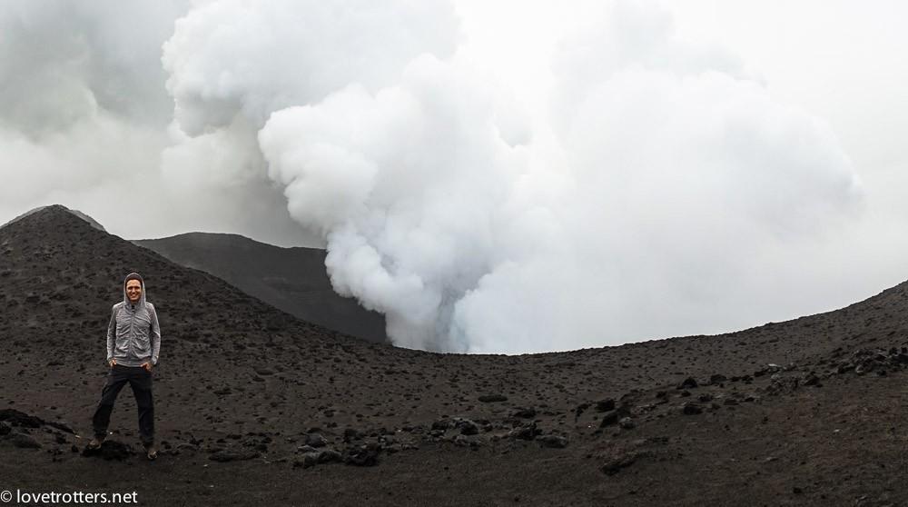 sur le flanc du volcan Yasur à Tanna
