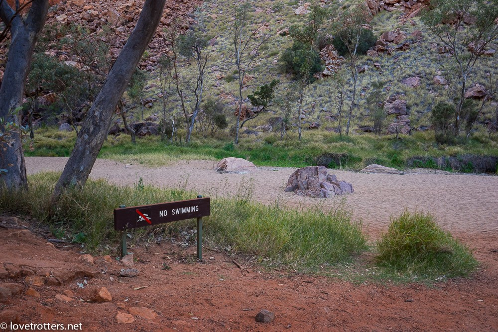 australia-northern-territory-macdonnell-ranges-09378