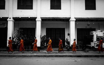 Assister au défilé matinal des moines, le Tak Bat à Luang Prabang