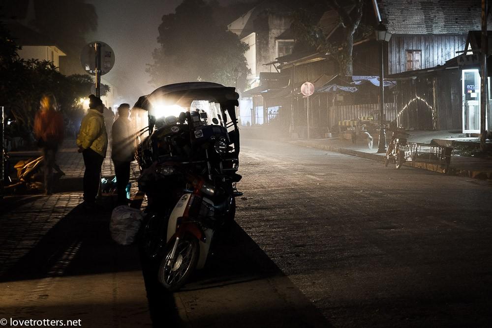 thailand-luang-prabang-tak-bat-02318