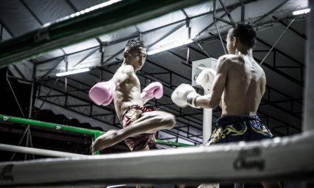 Assister aux combats des titans Muay Thaï en Thaïlande