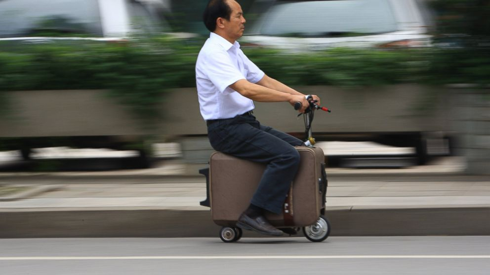 gty_suitcase_scooter2_wy_140530_16x9_992