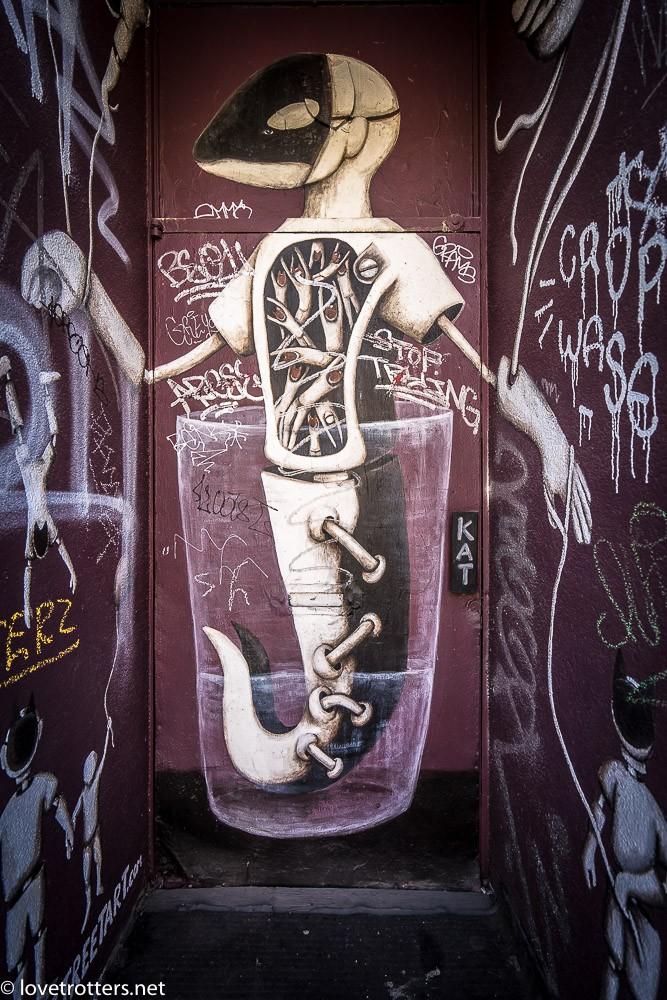 canada-montreal-street-art-00269