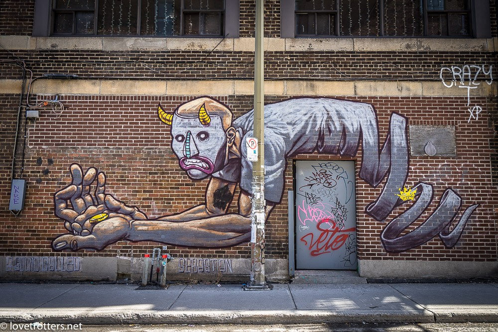 canada-montreal-street-art-00273