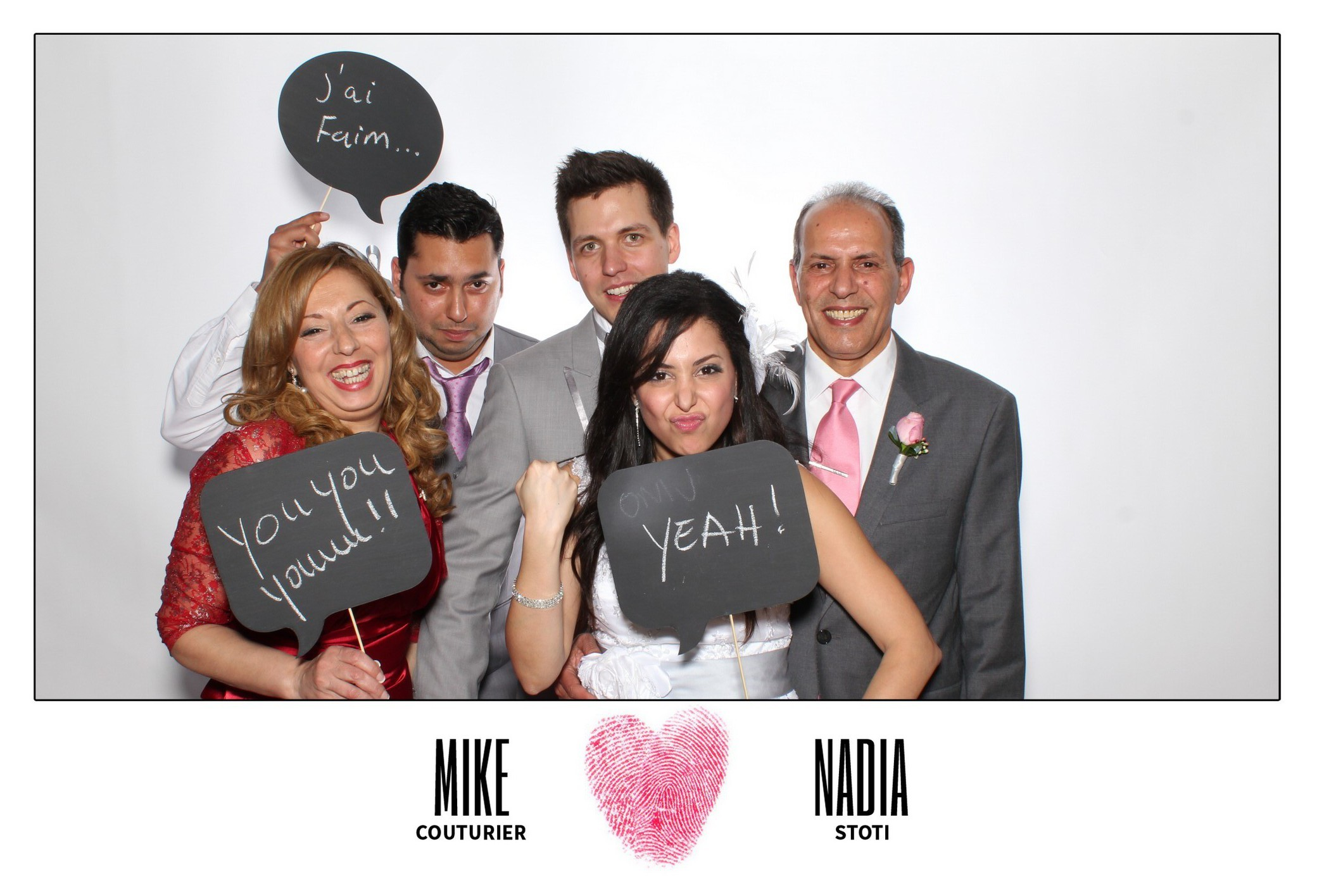 canada-montreal-winter-wedding-photobooth