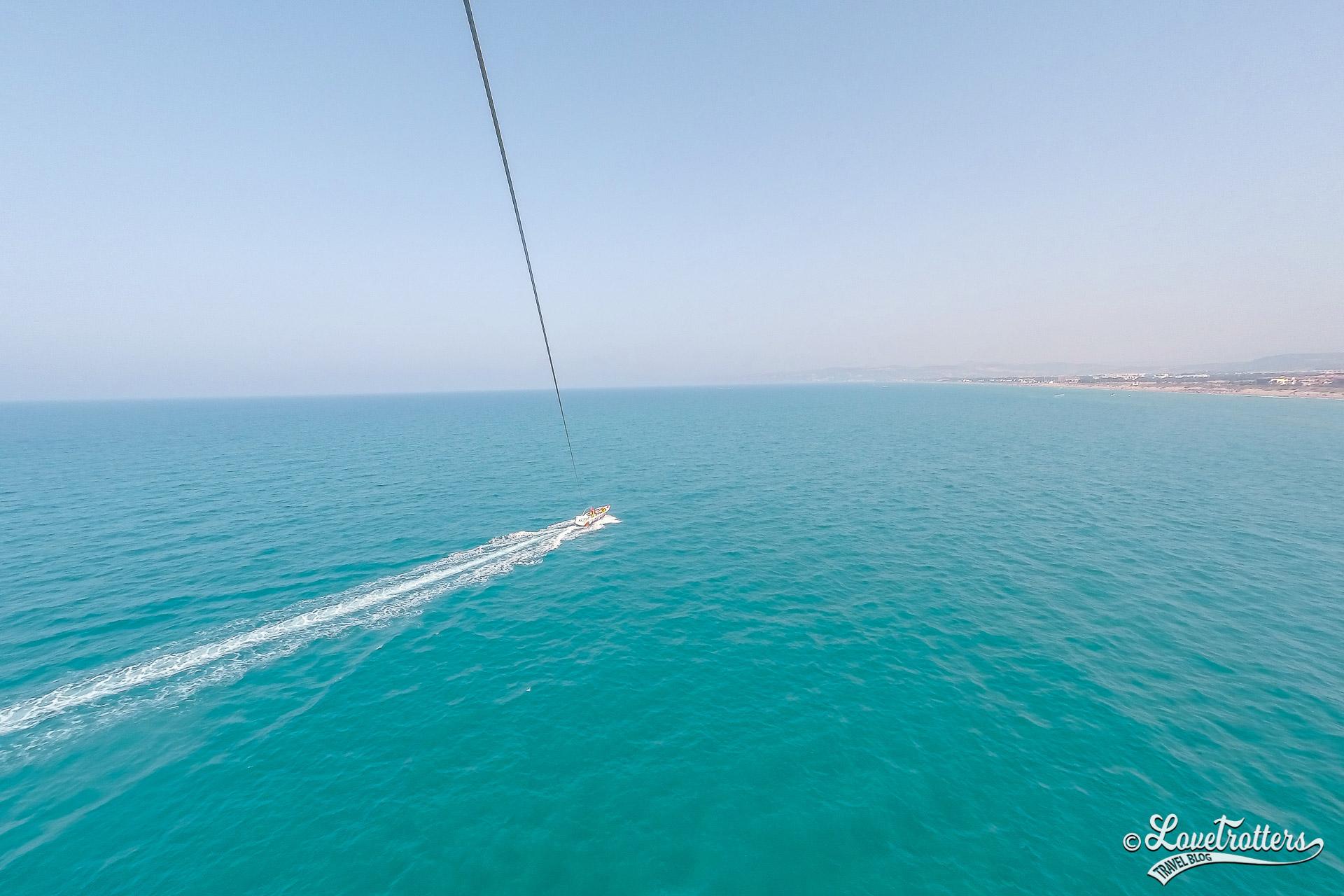 Parasailing dans la marina de Saidia