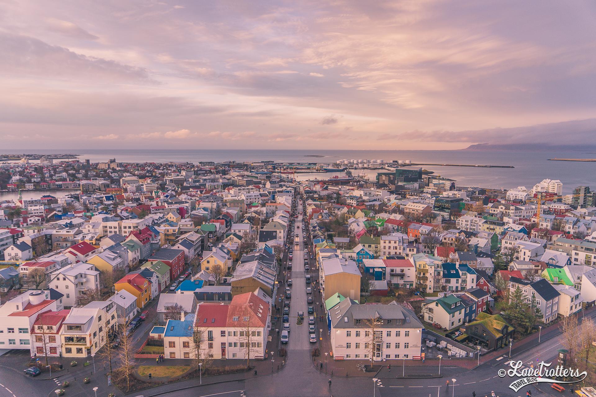 Coucher de soleil sur Reykjavik en Islande