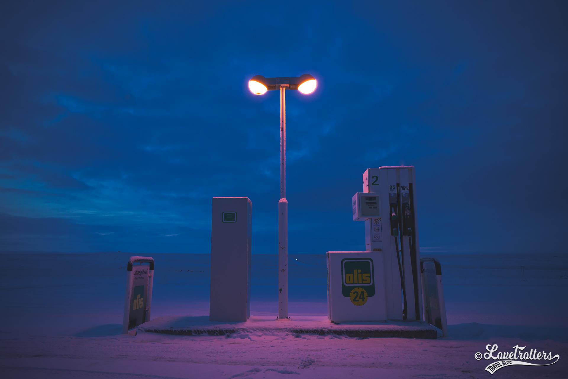 Station d'essence road trip en Islande l'hiver