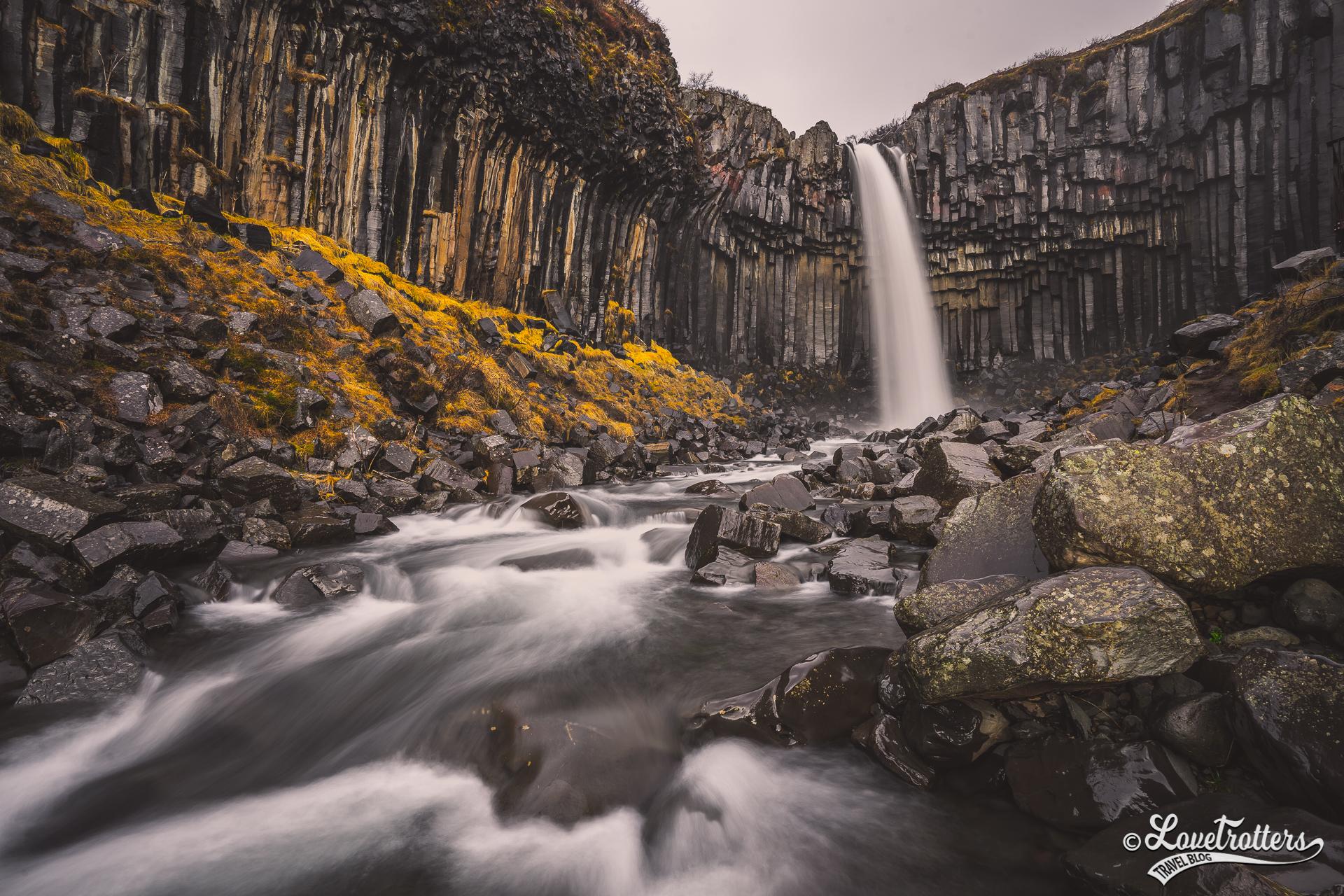 Cascade svartifoss au parc national skaftafell en Islande