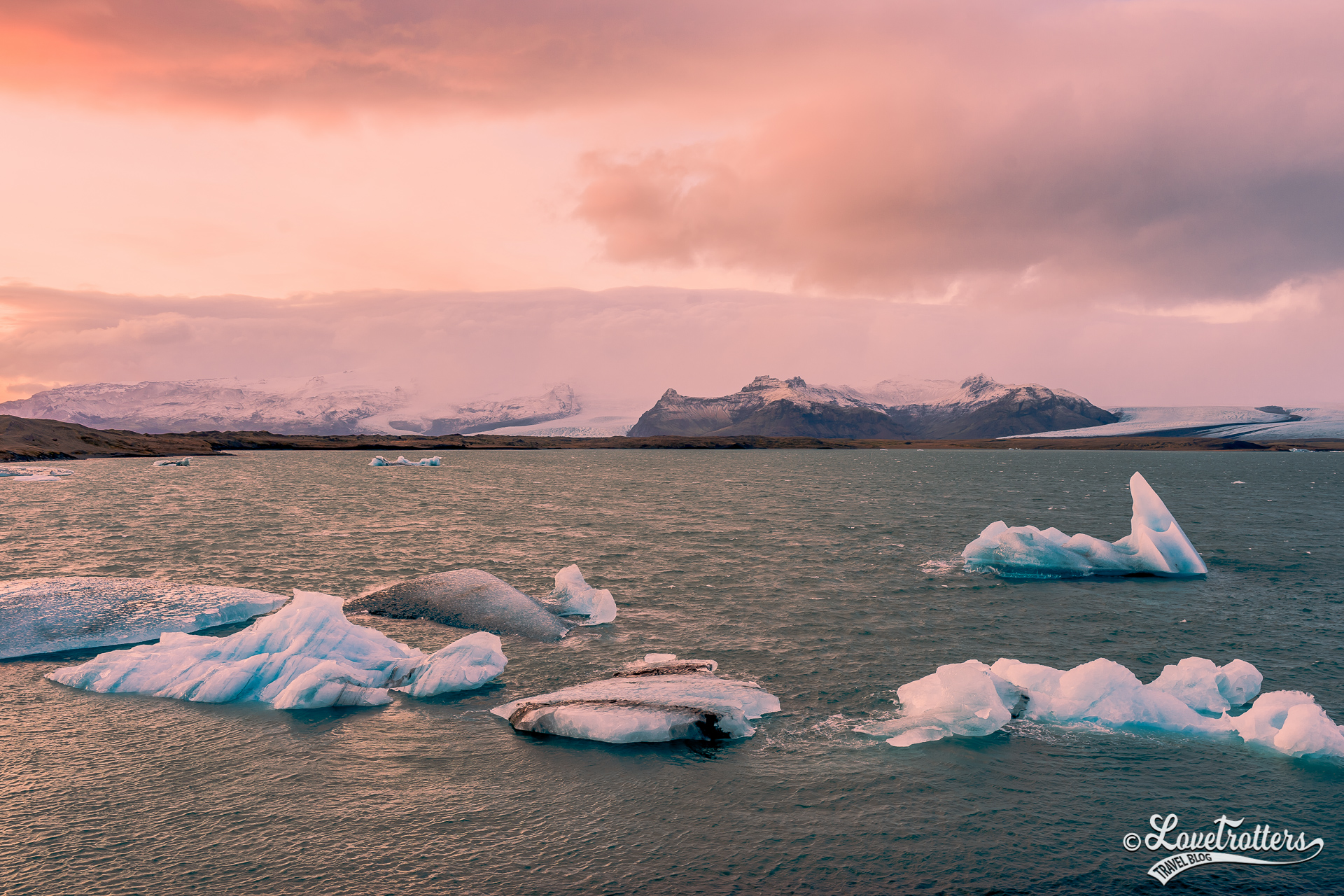 Dérive des icebergs à Jokulsarlon en Islande