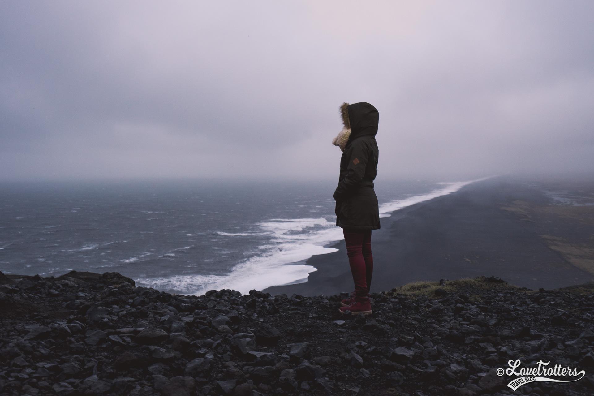 Vue sur la plage de Vik en Islande