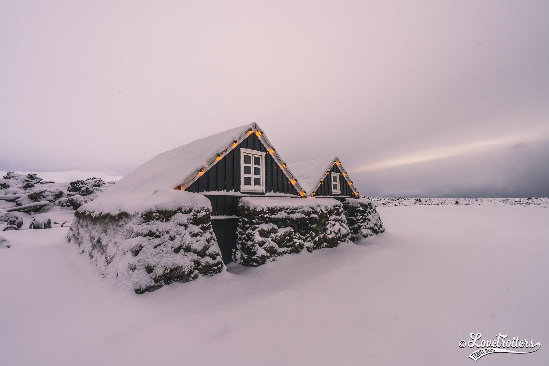 Turf House sur la péninsule Snaefelness en Islande l'hiver