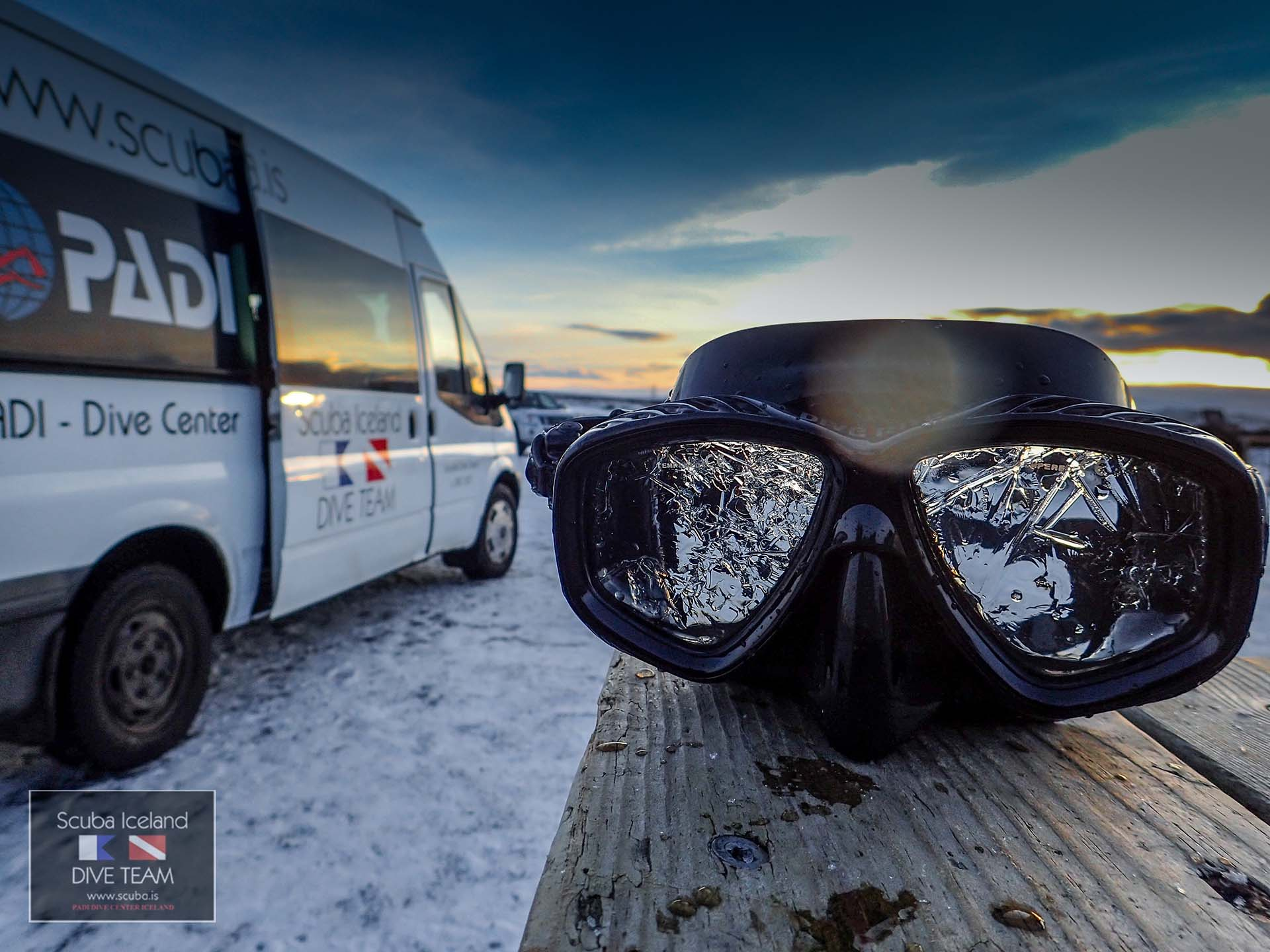 Plonger en Islande en hiver à Silfra