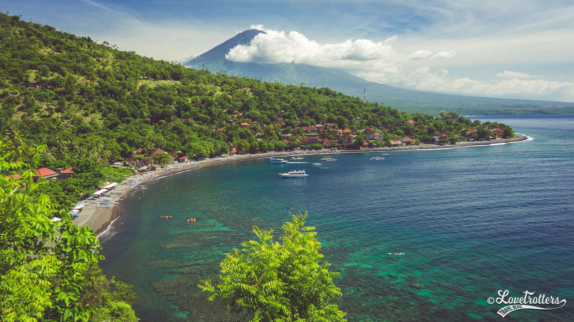 Photo du panorama sur la plage de Amed à l'est de Bali
